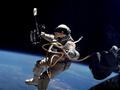 Астронавт-рекордсмен ушел из NASA