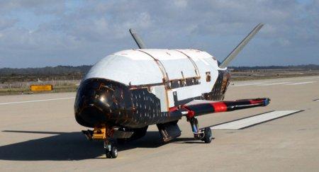Беспилотный шаттл X-37B продолжает свой полет