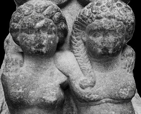 Описана статуя детей Клеопатры и Марка Антония