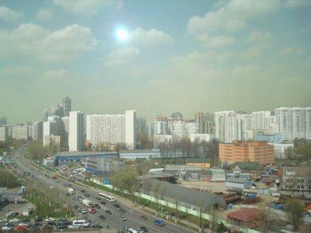 Москвичи напуганы зелеными облаками над столицей