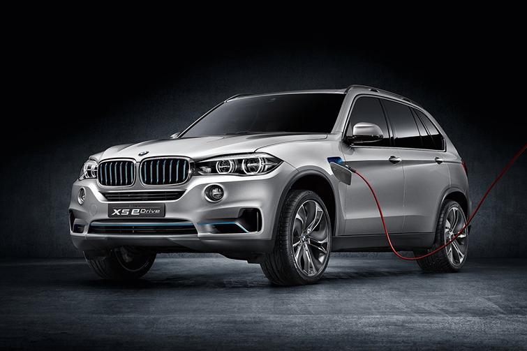 гибридный BMW X5 2015 года
