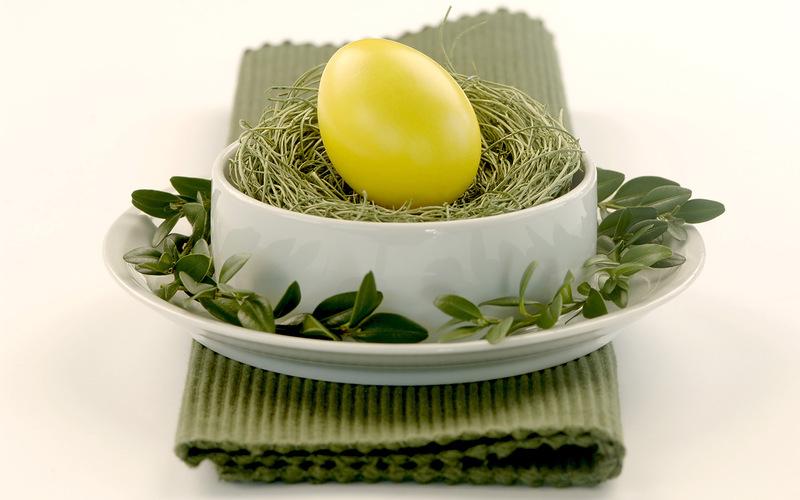 как покрасить яйца березовыми листьями