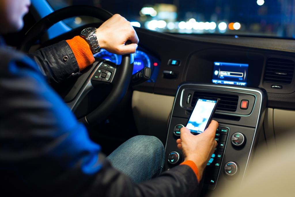 Смартфон за рулем