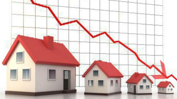 жилье дешевеет