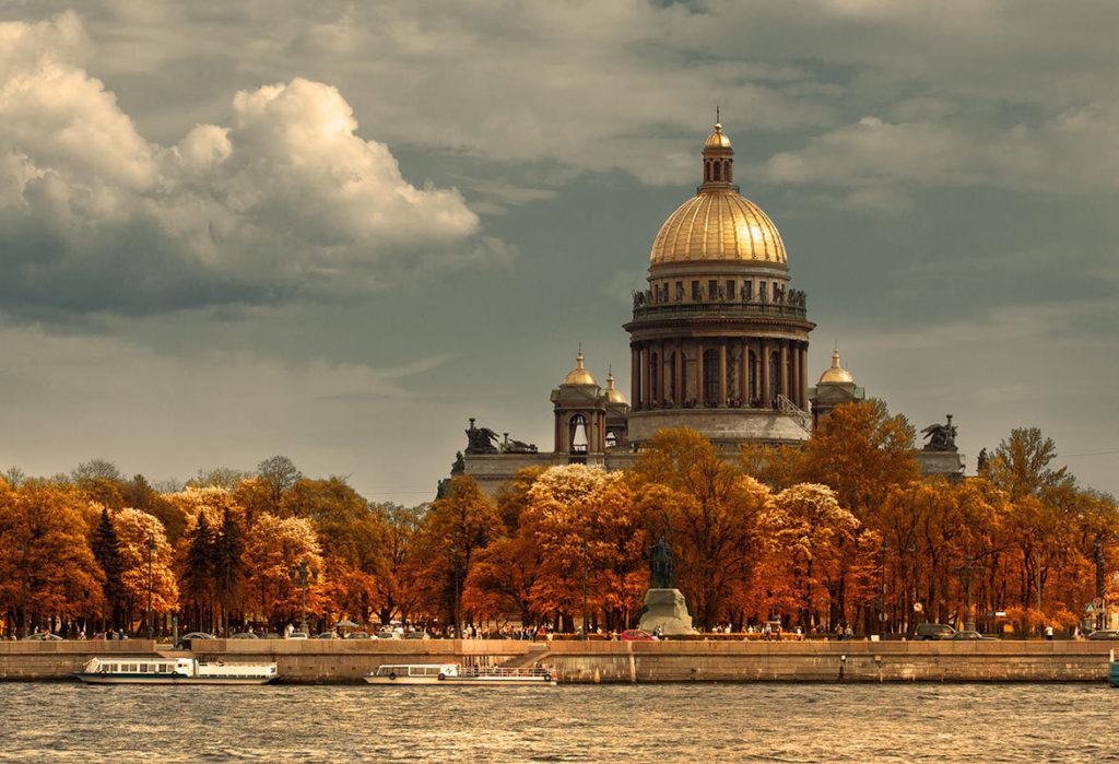 Осень в Петербурге для путешественников и туристов