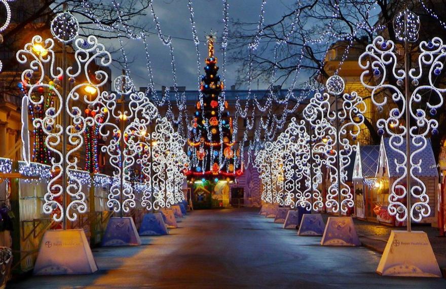 Новогоднее украшение Петербурга 2019 практически завершено