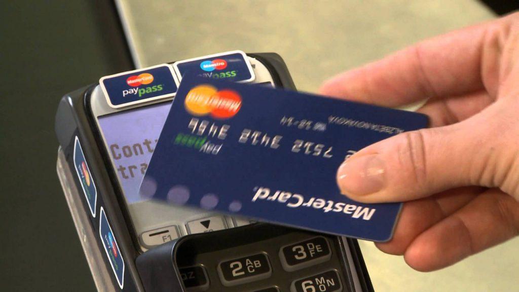 бесконтактные банковские карты станут единственными в России