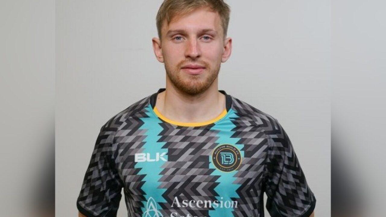 Футболист Сарамутин отстранен от матчей из-за того что не встал на колени
